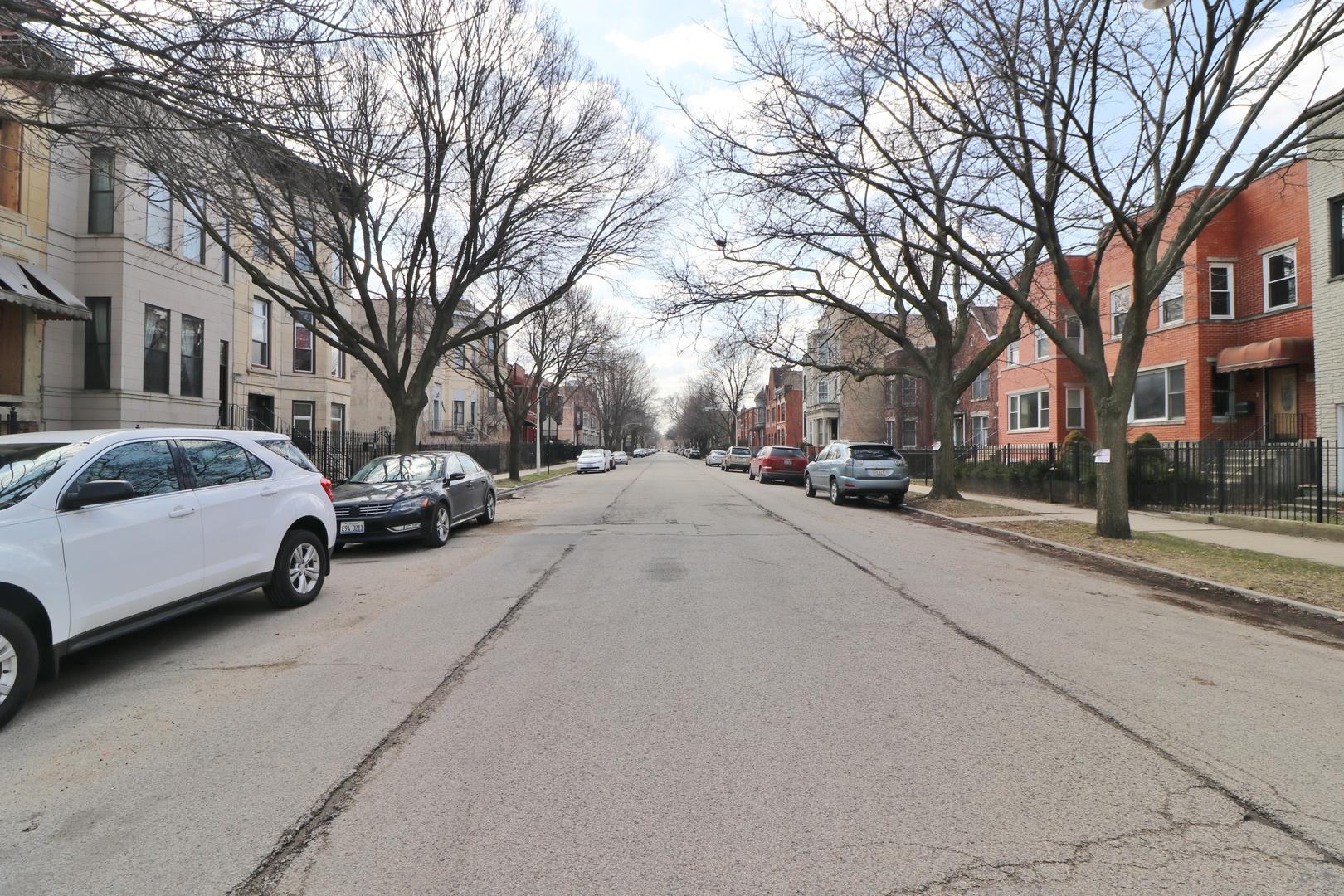 3339 South Giles, CHICAGO, Illinois, 60616