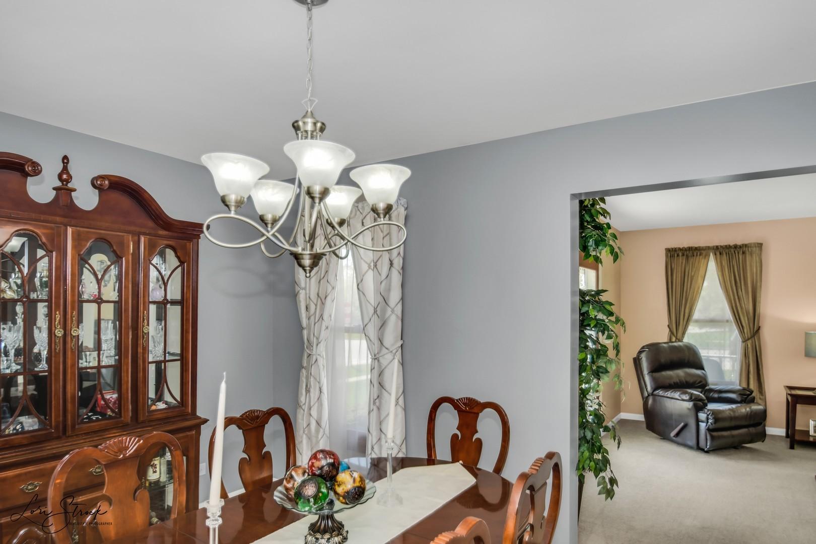 2000 Royal, ELGIN, Illinois, 60123