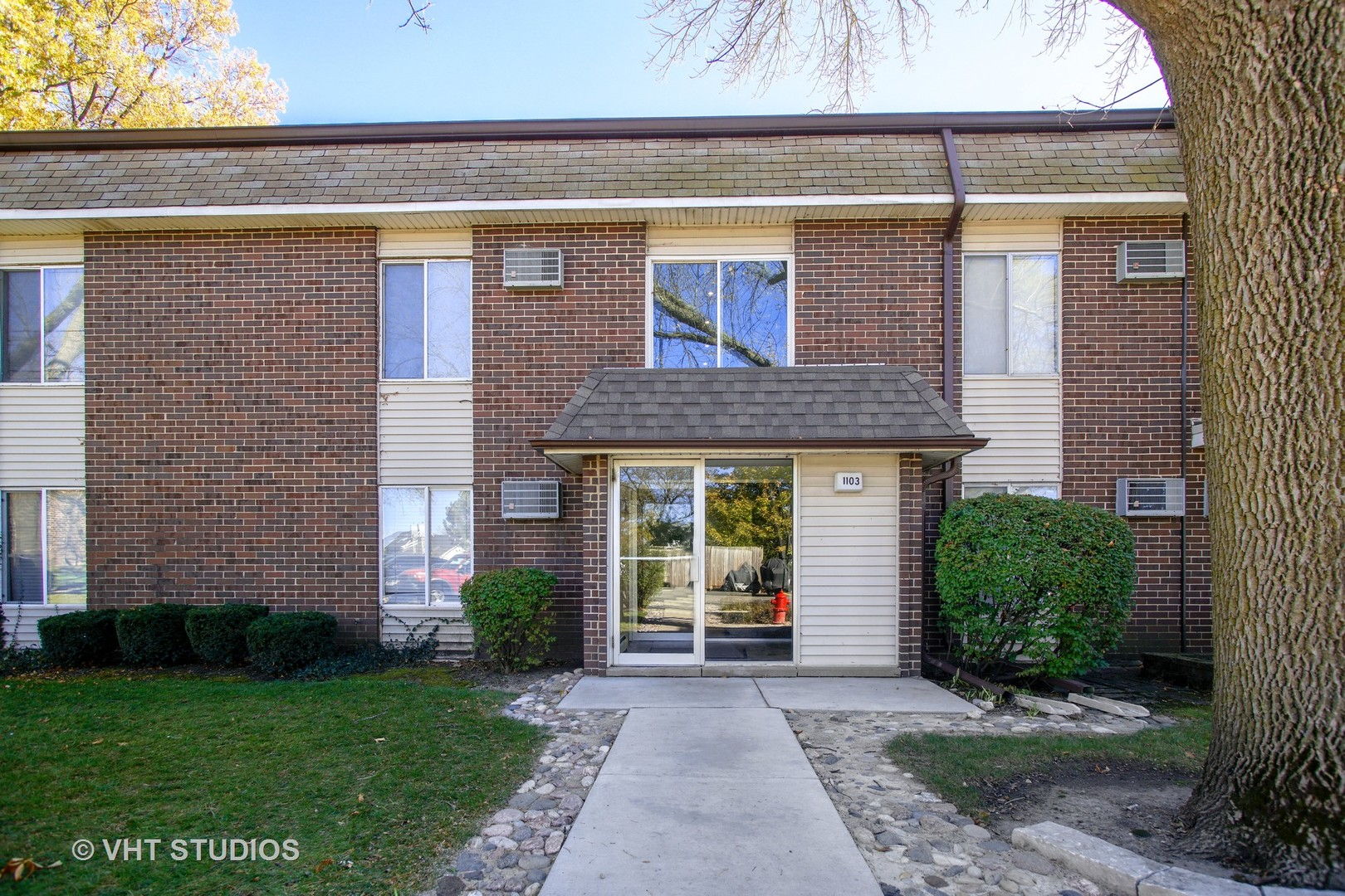 1103 Miller Lane, Unit 105, Buffalo Grove, Illinois 60089