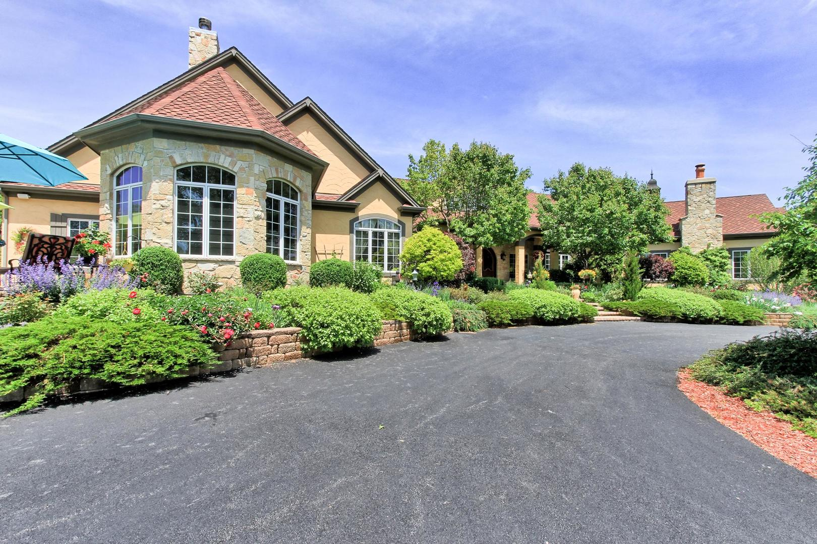 5 AUTUMN Trail, Barrington Hills, IL 60010
