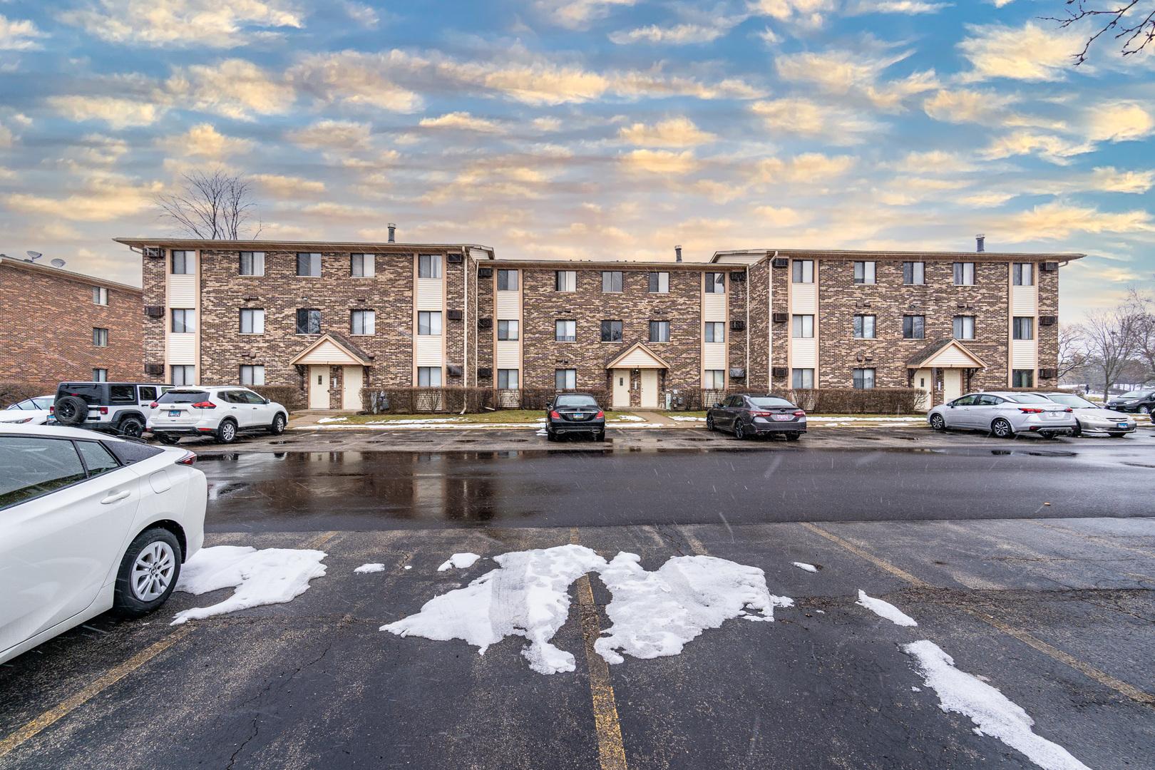 3 Parkside Court, Unit 15, Vernon Hills, Il 60061