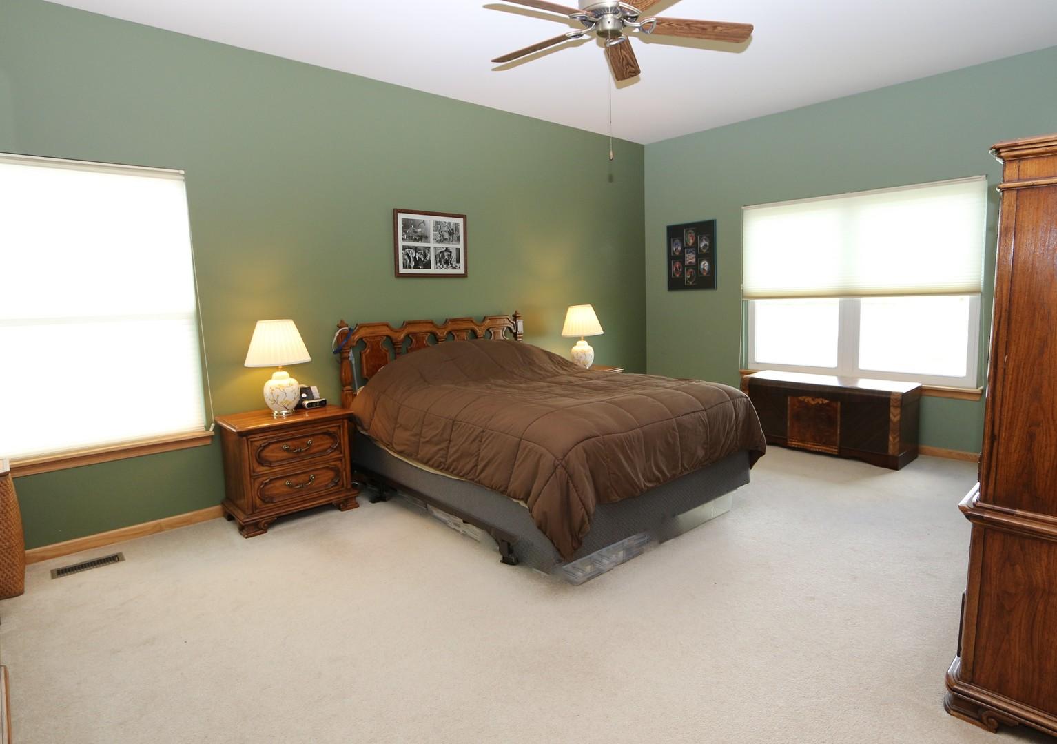 864 Eineke, Algonquin, Illinois, 60102