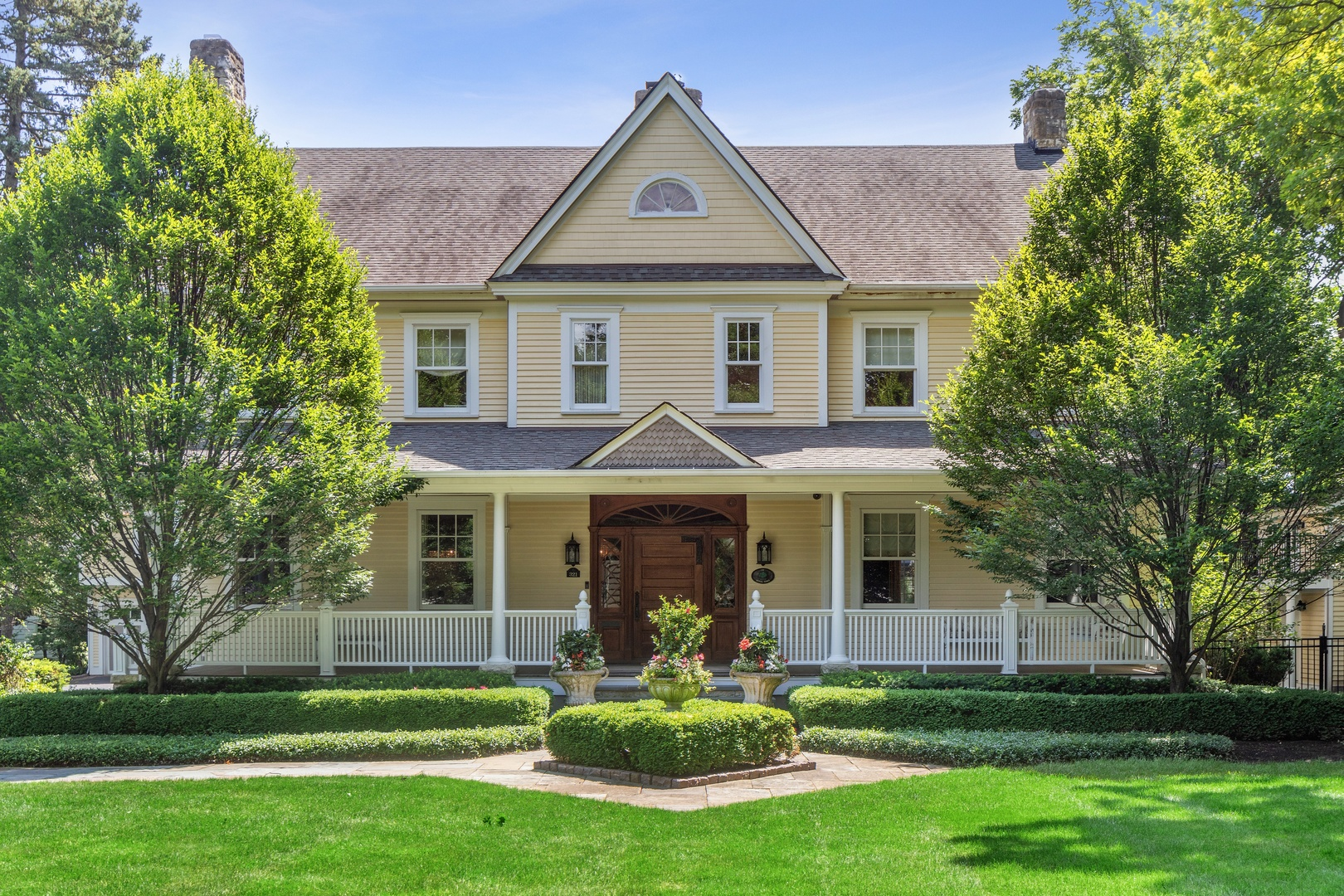 321 South County Line Road, Hinsdale, Illinois 60521