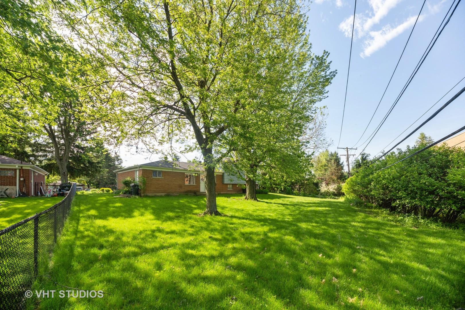 1022 Castle, Glenview, Illinois, 60025