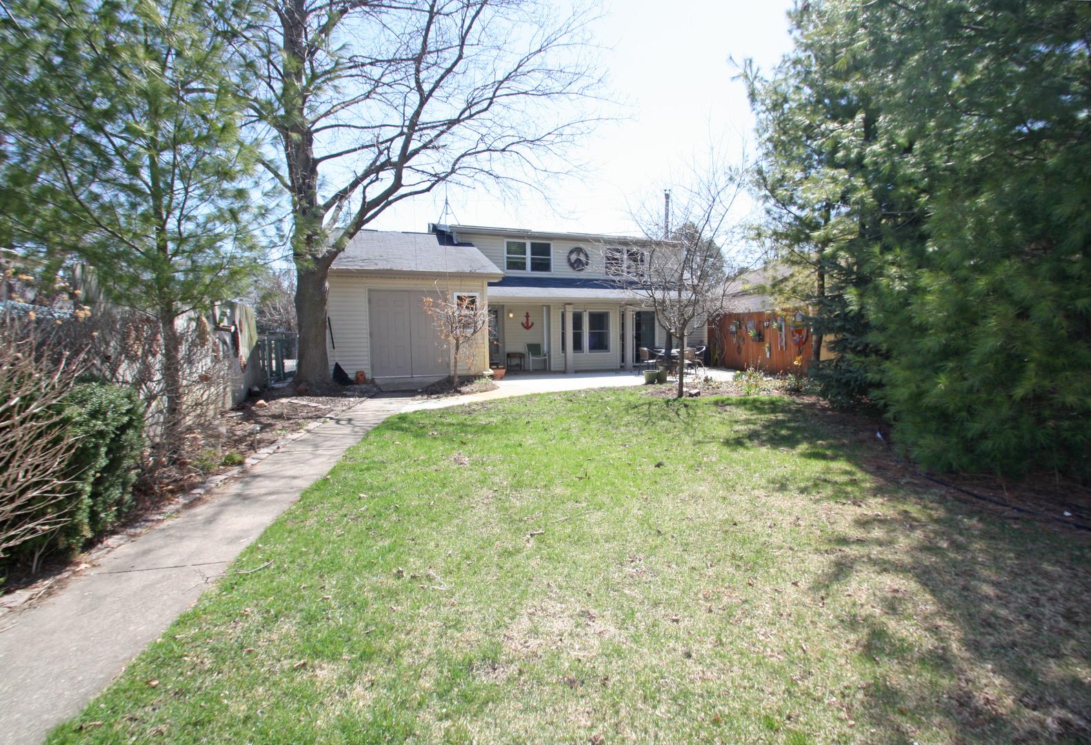 37650 North Terrace Lane, Spring Grove, Illinois 60081