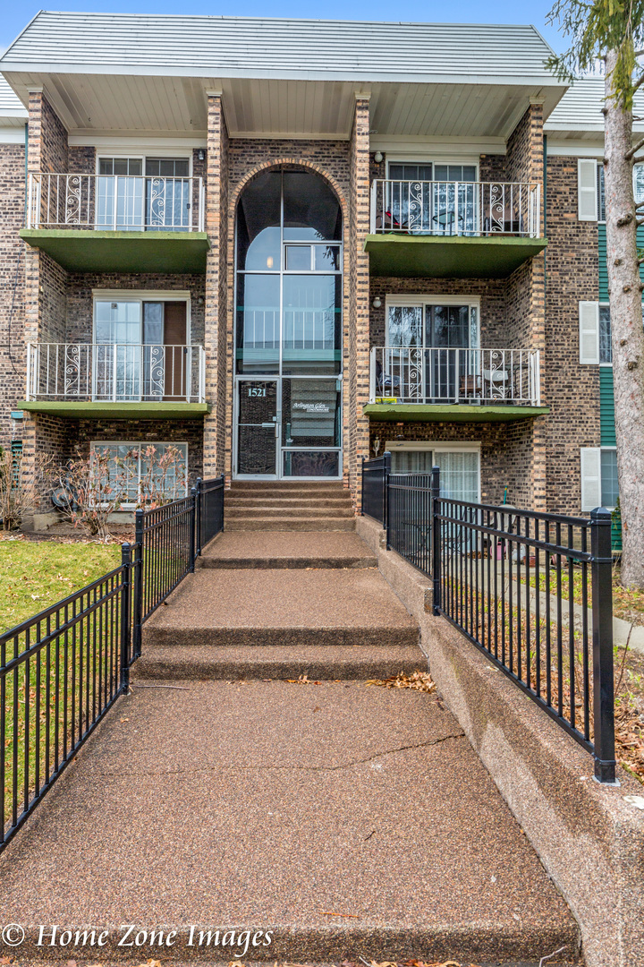 1521 North Windsor Drive, Unit 113, Arlington Heights, Illinois 60004