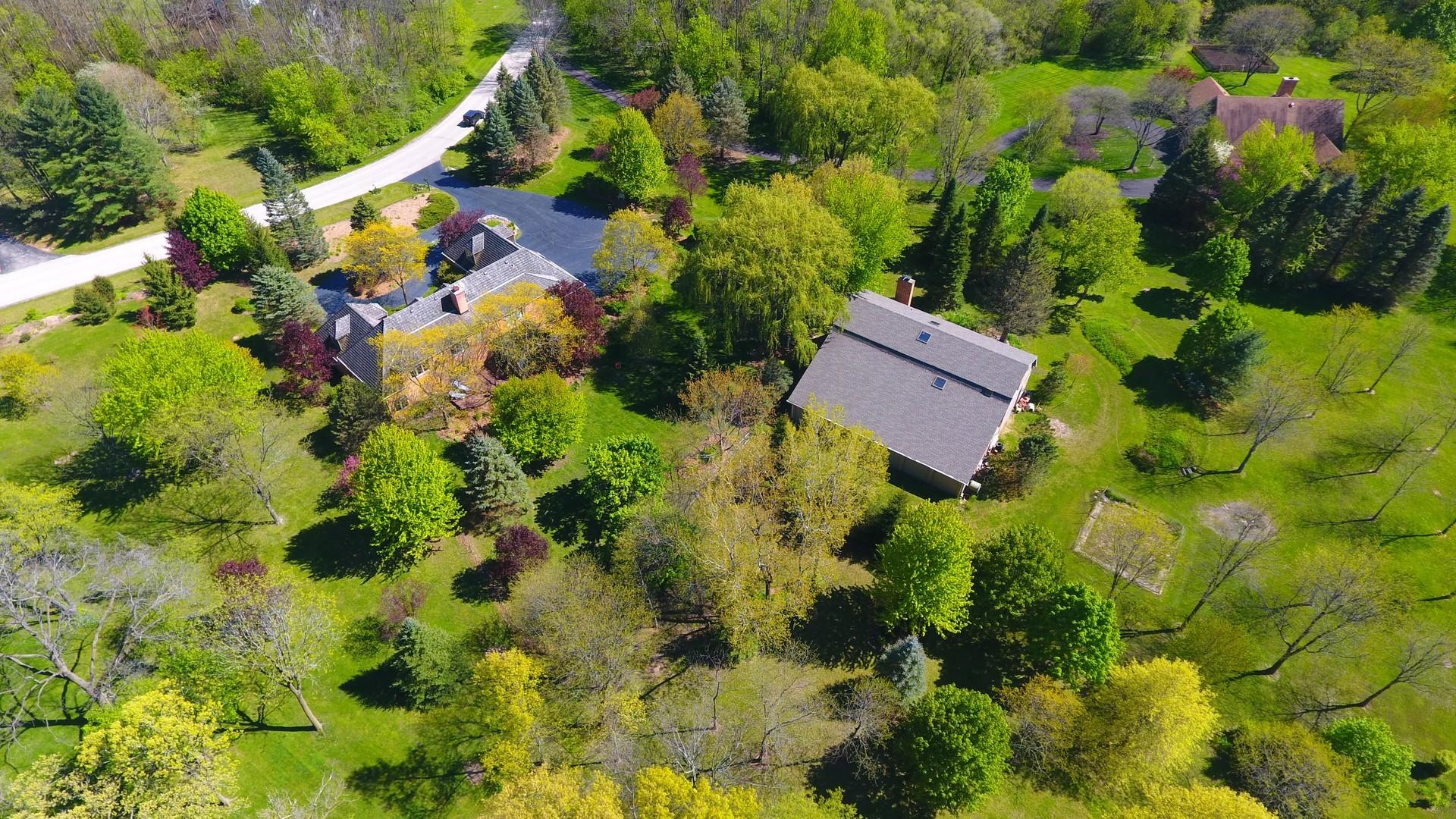 19 Country Oaks Drive, Barrington Hills, Illinois 60010