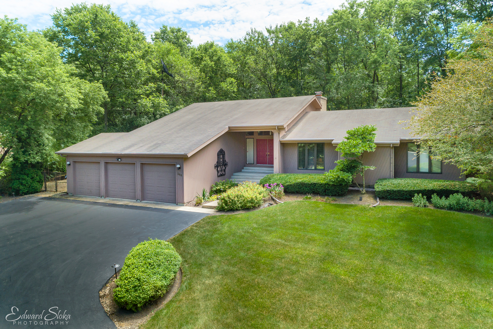 3401 Sherwood Forest Drive, Spring Grove, Illinois 60081