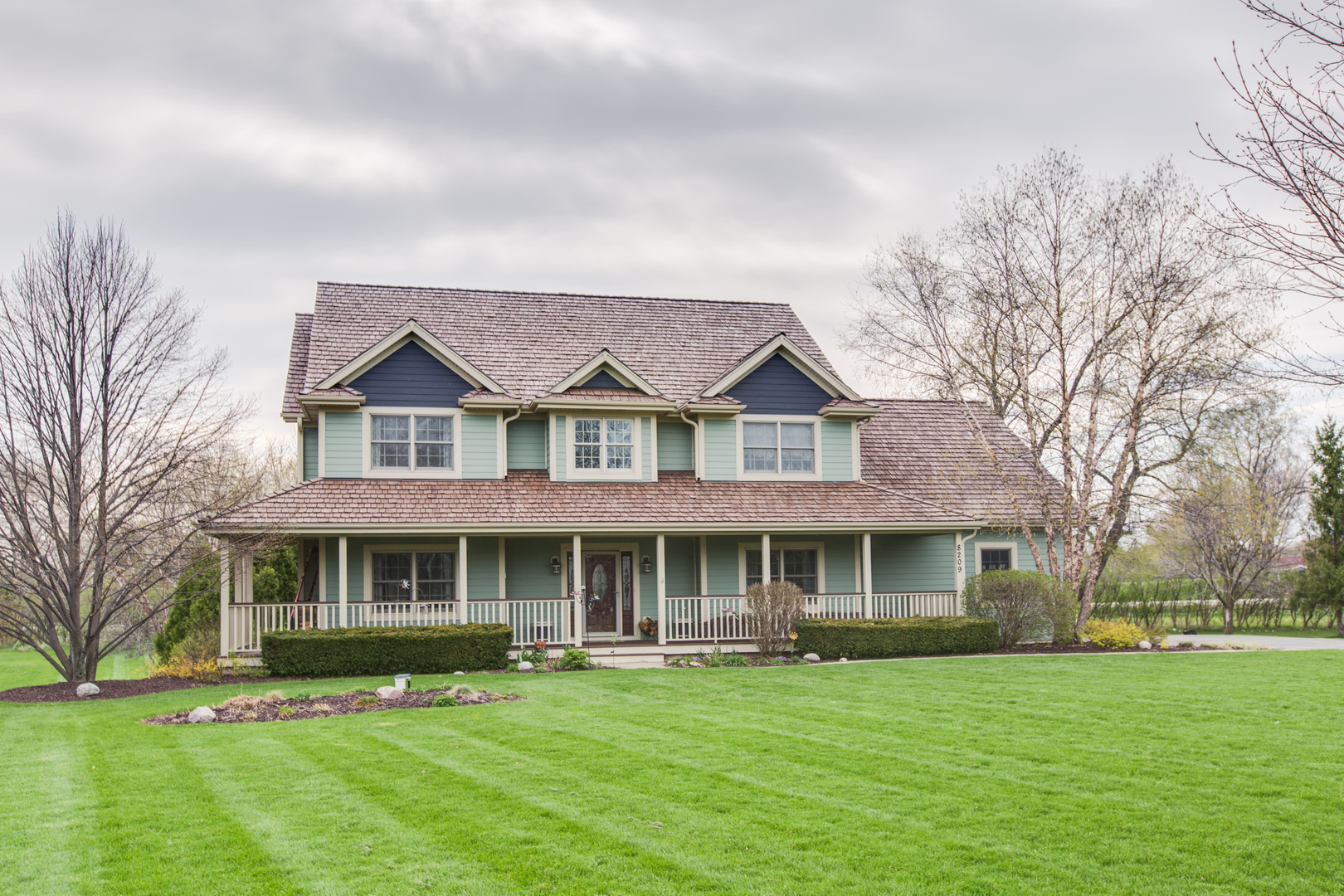 8209 Carriage Lane, Spring Grove, Illinois 60081