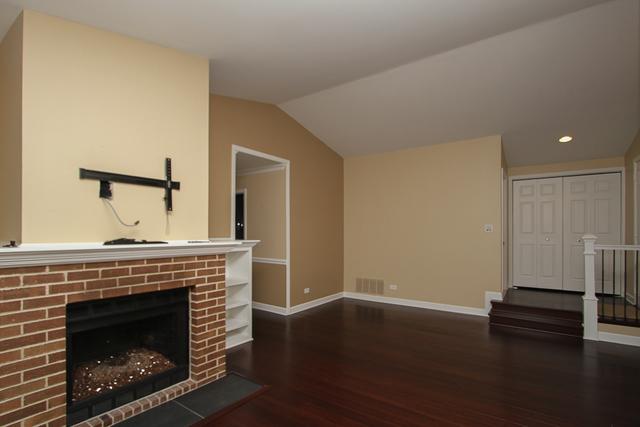1263 North Streamwood 328, Vernon Hills, Illinois, 60061