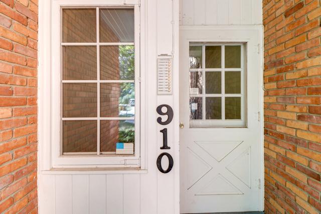 910 Lincolnshire 101, Champaign, Illinois, 61821