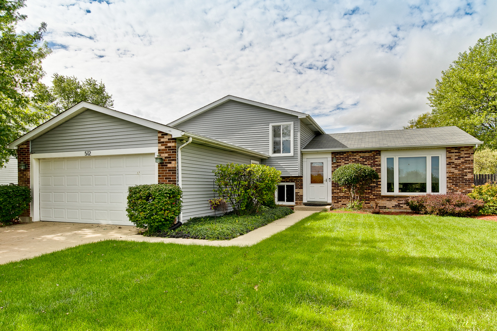 512 Forest View Road, Lindenhurst, Illinois 60046