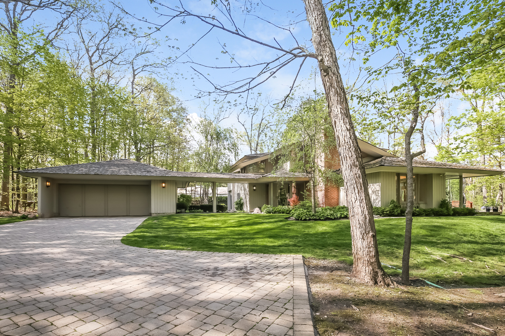 506 Forest Cove Road, Lake Bluff, Illinois 60044
