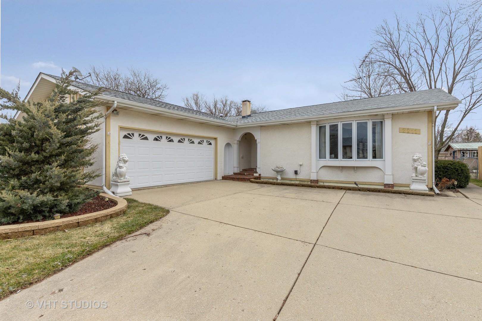 2211 Valley Drive, Lindenhurst, Illinois 60046