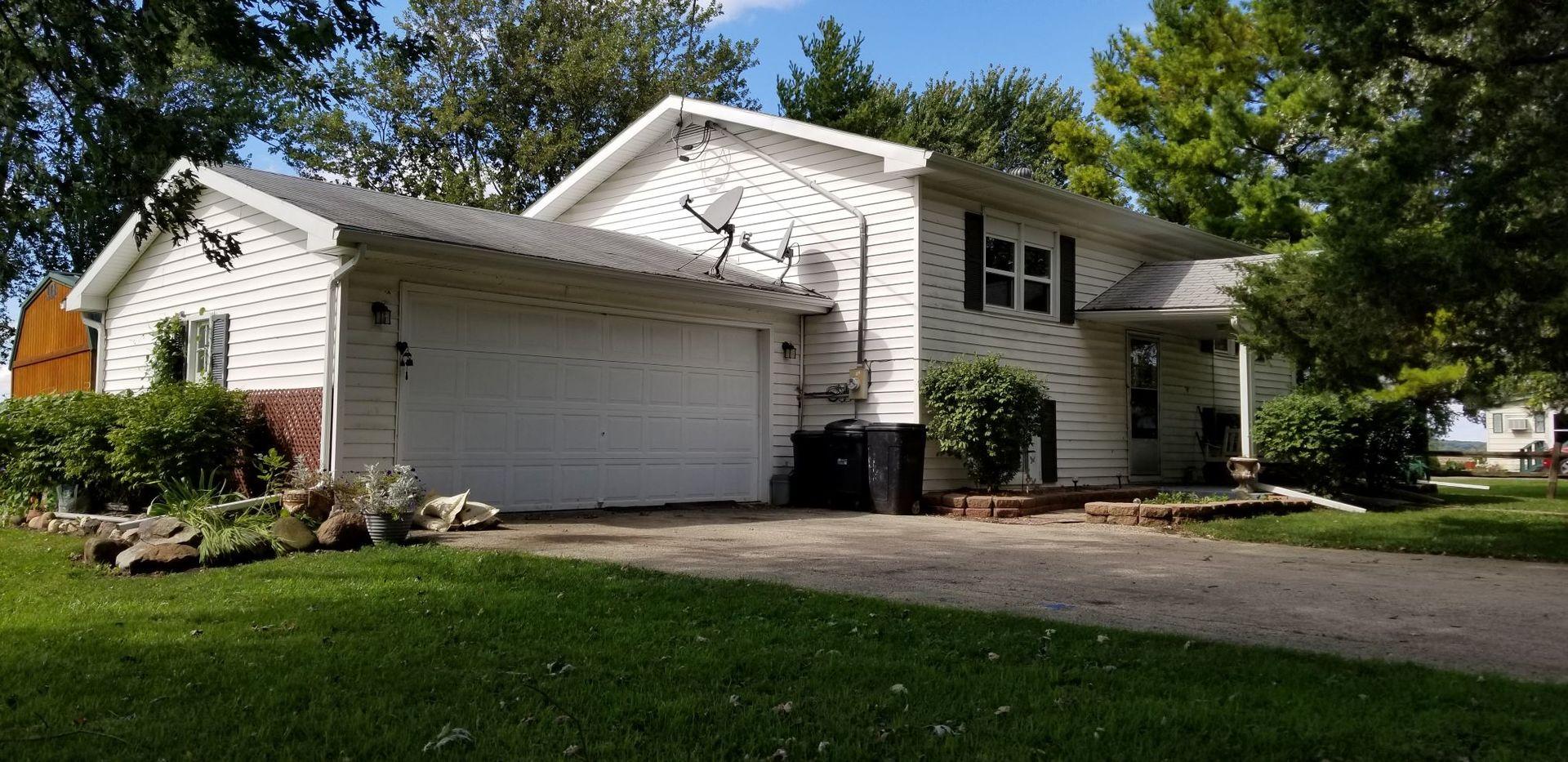 106 West, Chana, Illinois, 61015