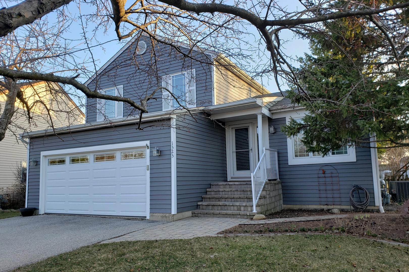 1323 Carriage Lane, Lake Villa, Illinois 60046