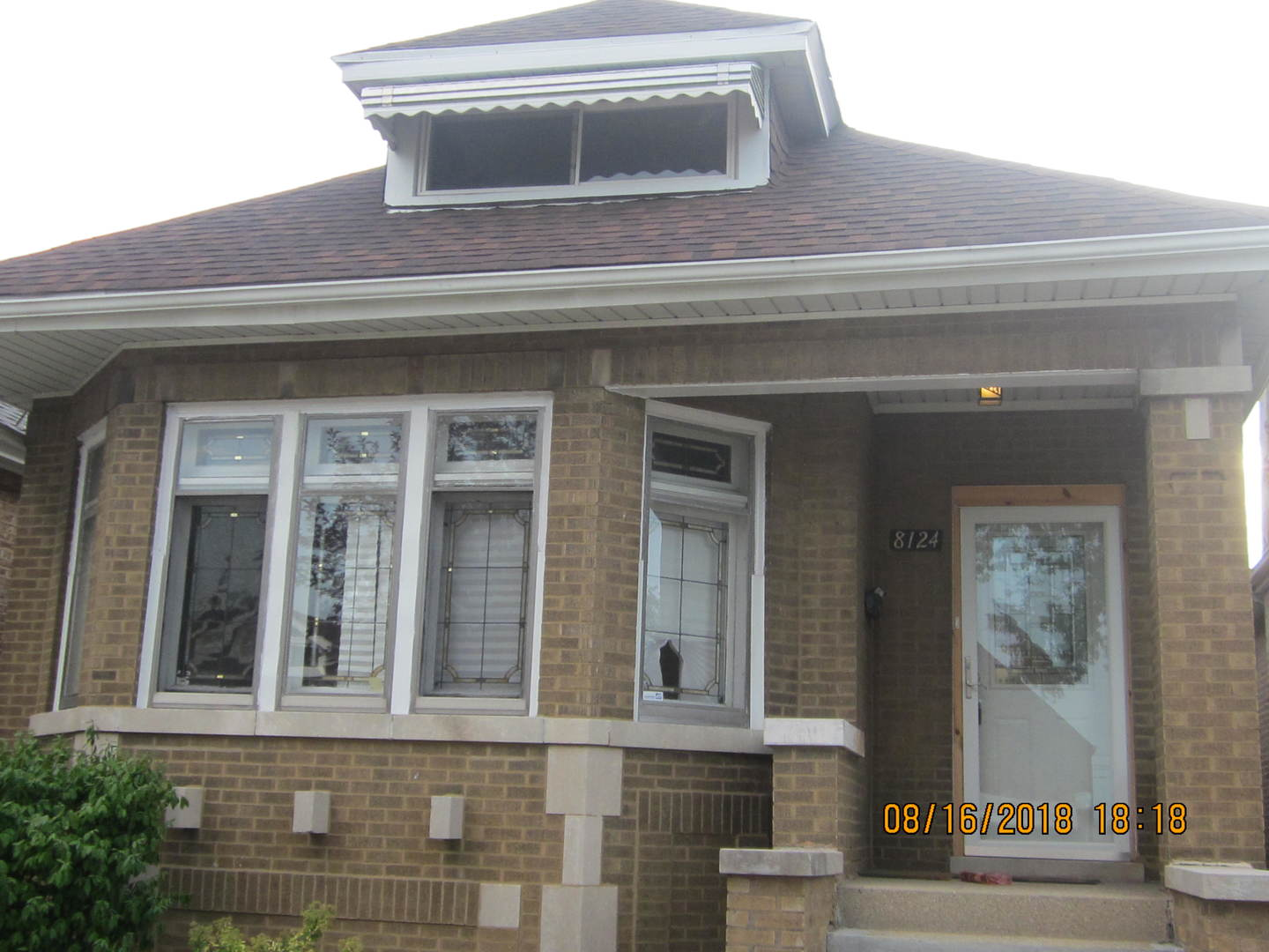 8124 S Winchester Exterior Photo