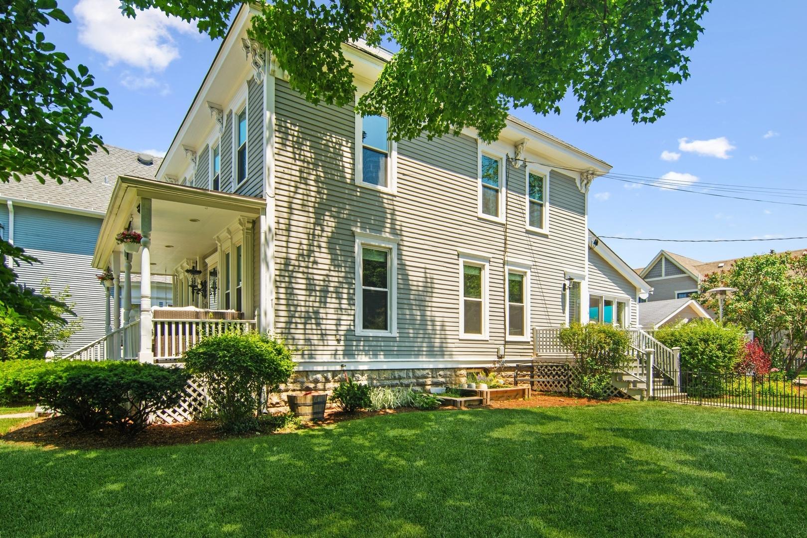 301 North ,Barrington, Illinois 60010