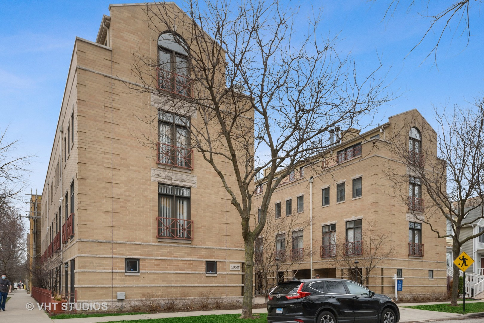 1350 Byron Unit Unit 8 ,Chicago, Illinois 60613