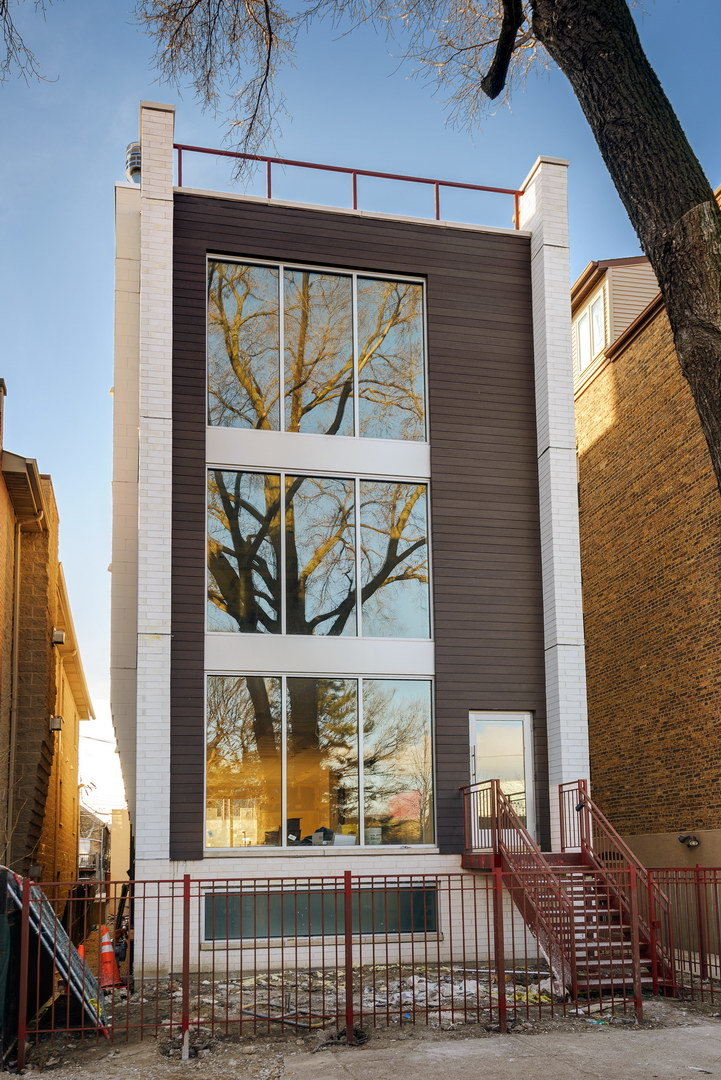 2224 N SEELEY Avenue, Chicago, IL 60647