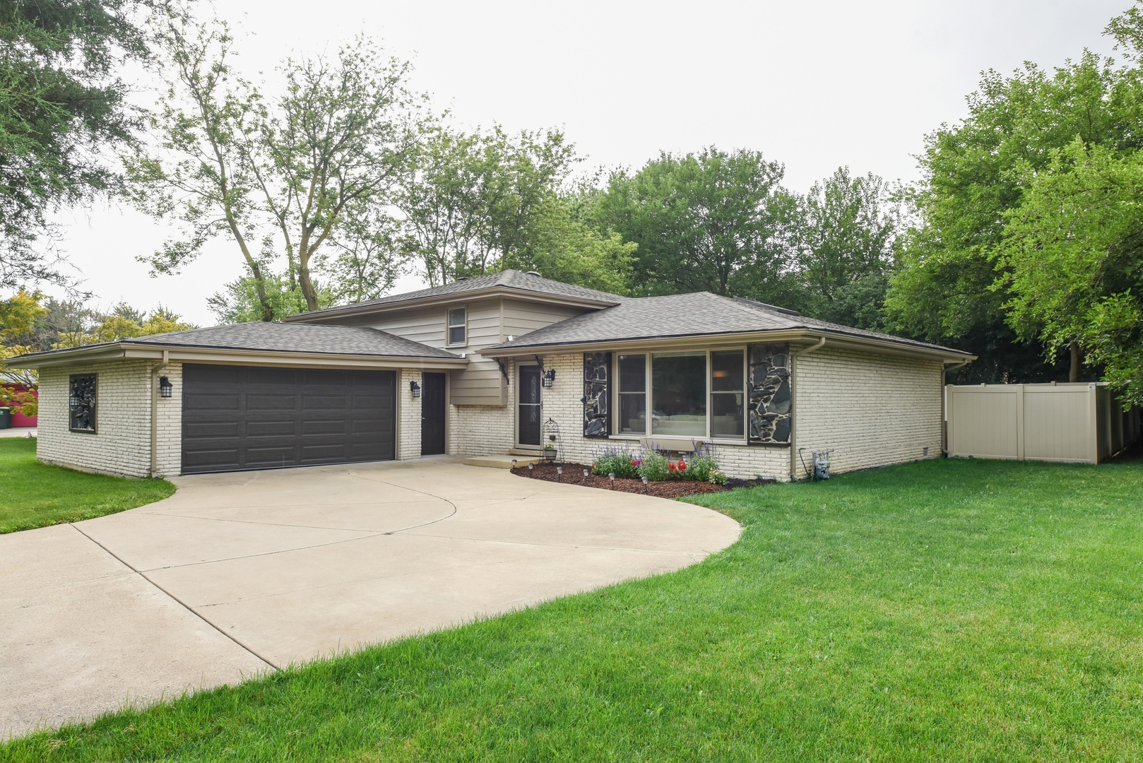 9S120 FLORENCE AVENUE, DOWNERS GROVE, IL 60516