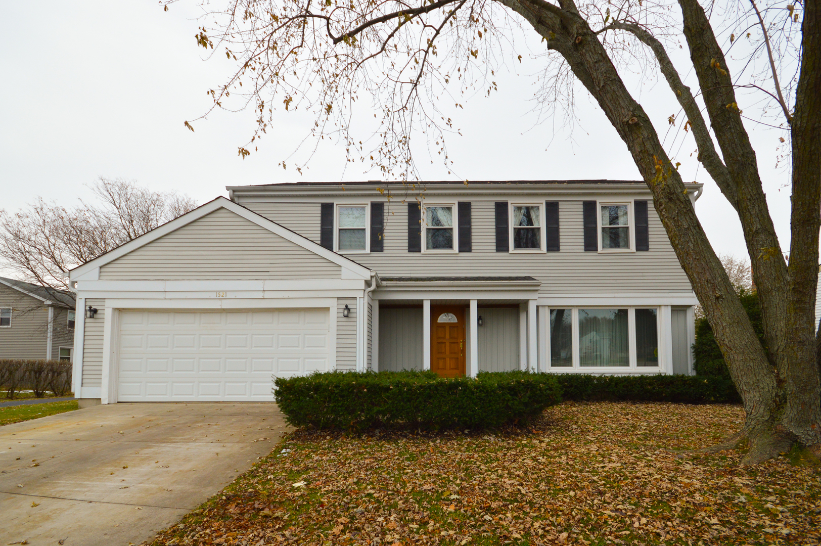 INCREDIBLE VALUE! Gorgeous Arlington model in highly sought Strathmore Grove East. Amazing location right across from Prairie Elementary. Four spacious bedrooms, 2.1 baths, and a full finished basement. Sold while on the private network.