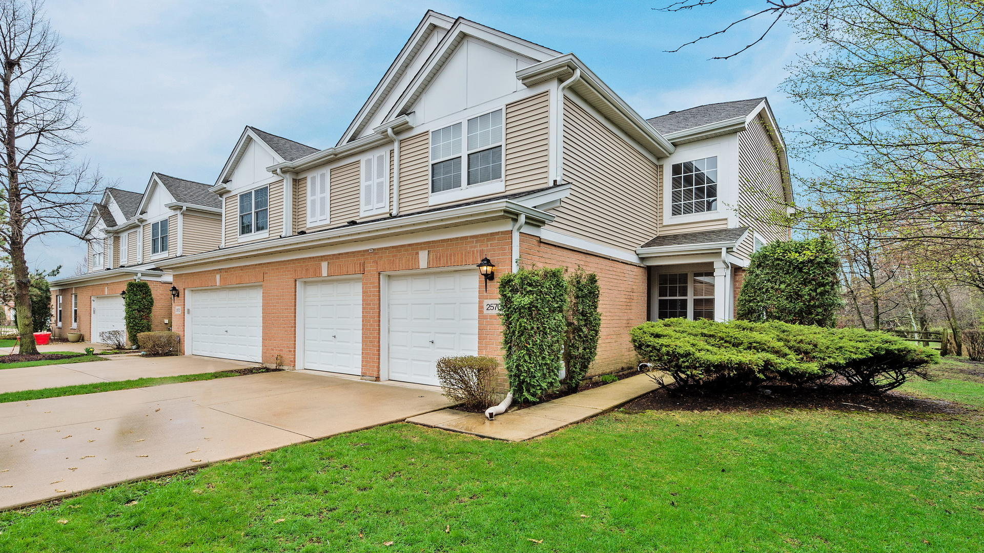 2570 Camberley ,Westchester, Illinois 60154