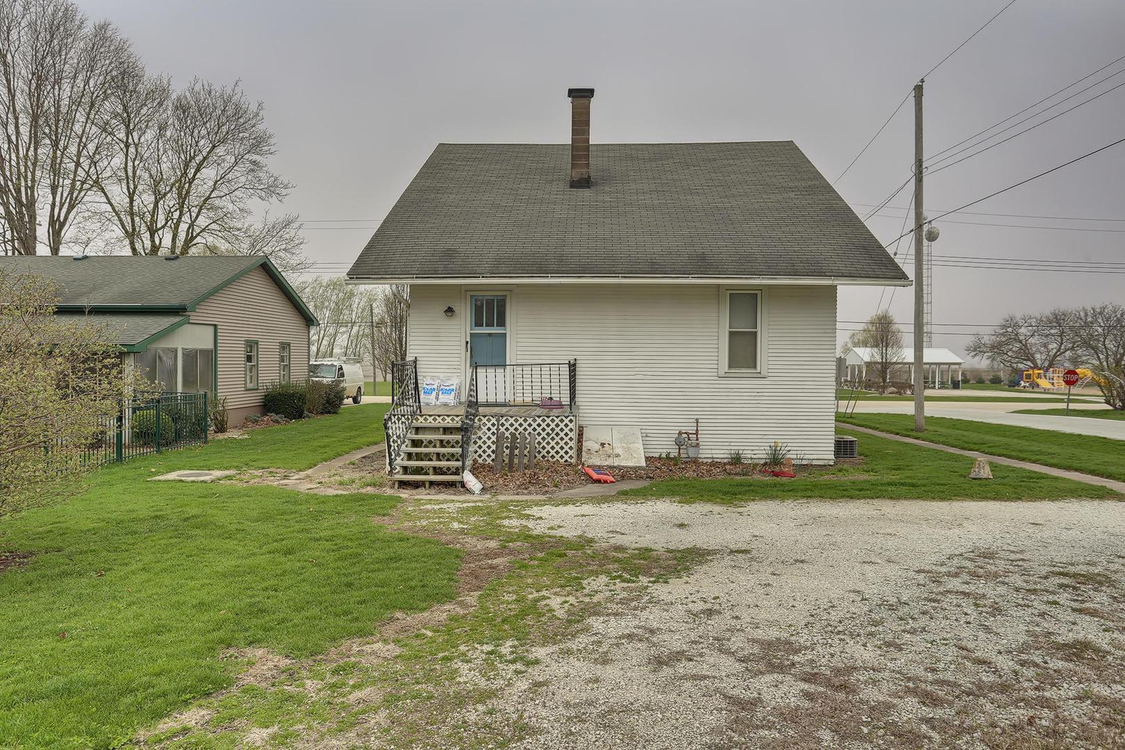 326 Main ,Elliott, Illinois 60933