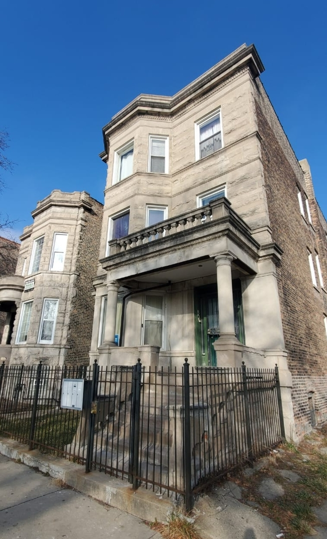 704 Garfield ,Chicago, Illinois 60609