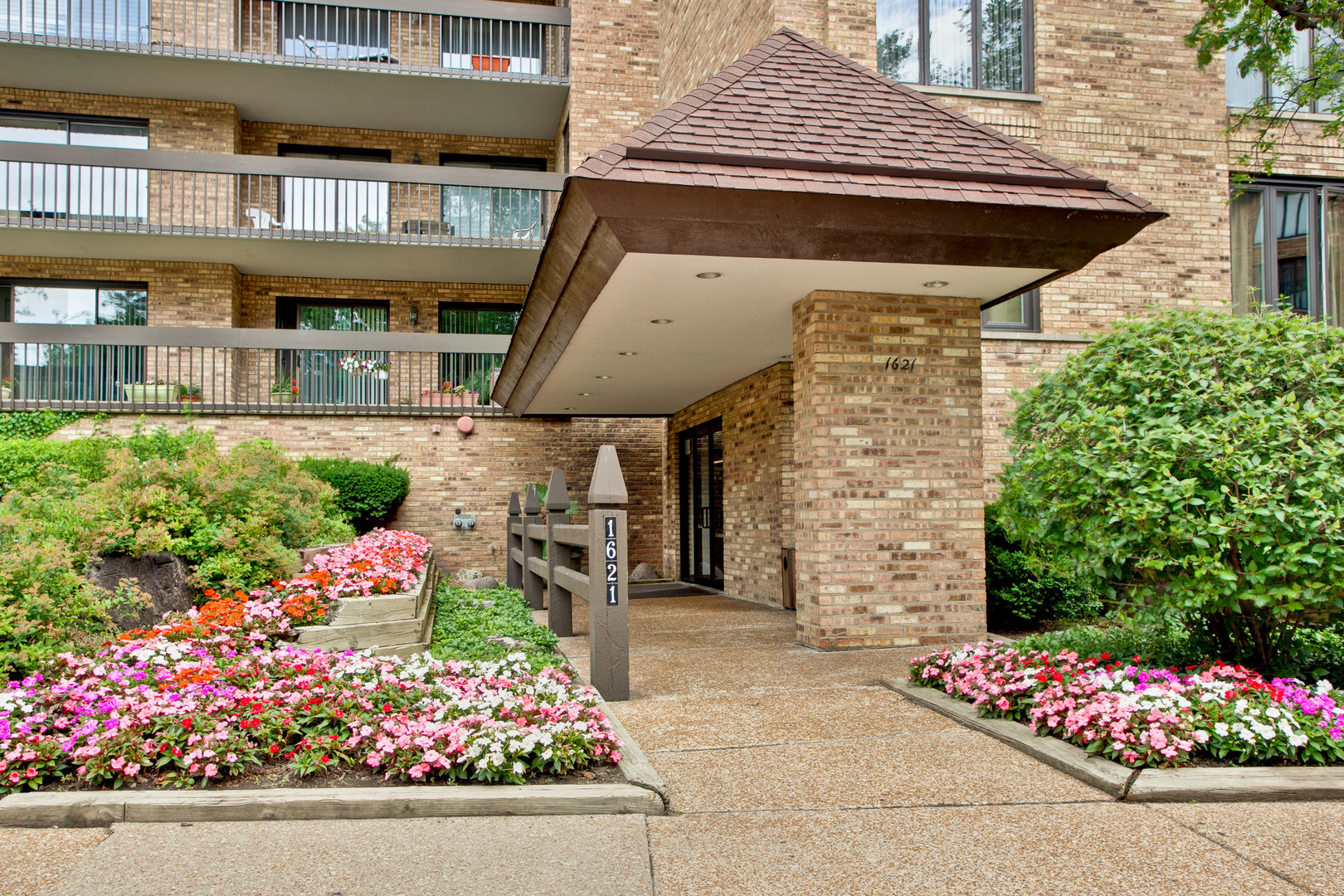 1621 Mission Hills Road 402 Chicago's North Shore, North and Northwest Suburbs Home Listings - Allyson Hoffman Northern Illinois Real Estate