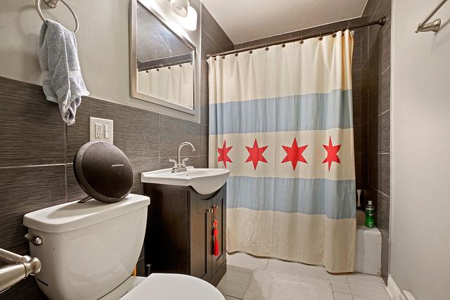 4882 Ashland ,Chicago, Illinois 60640