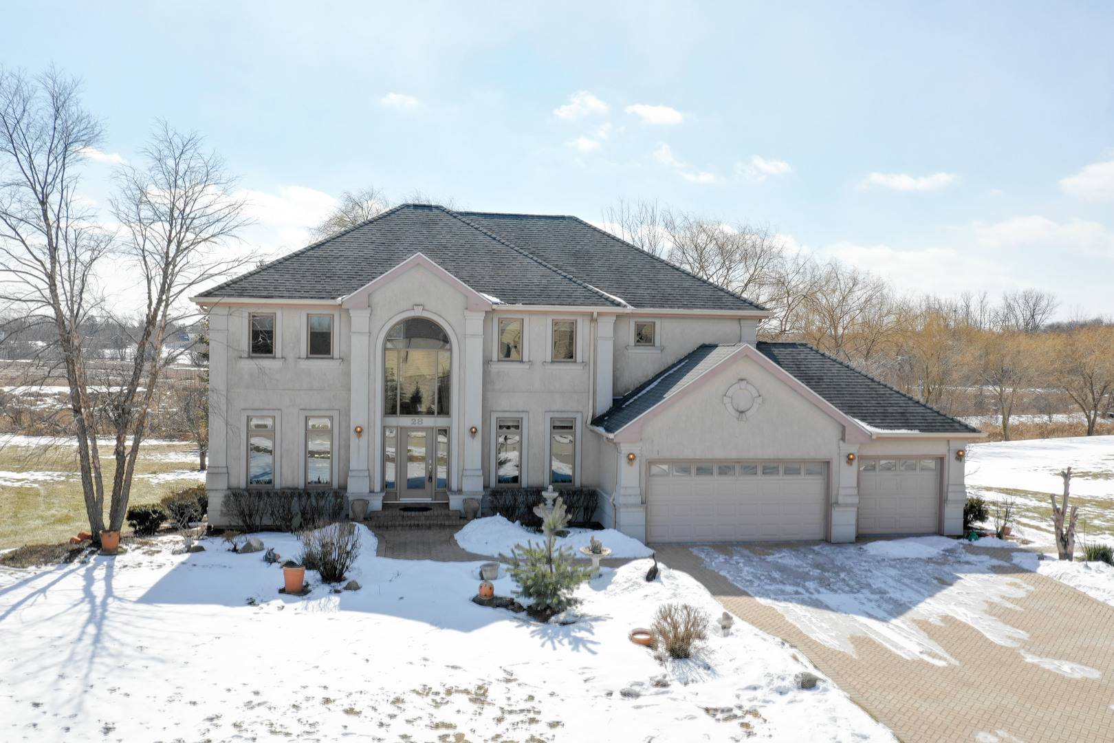 Welcome to 28 Foxtail in Hawthorn Woods. Located near the end of a quiet cul-de-sac, and overlooking