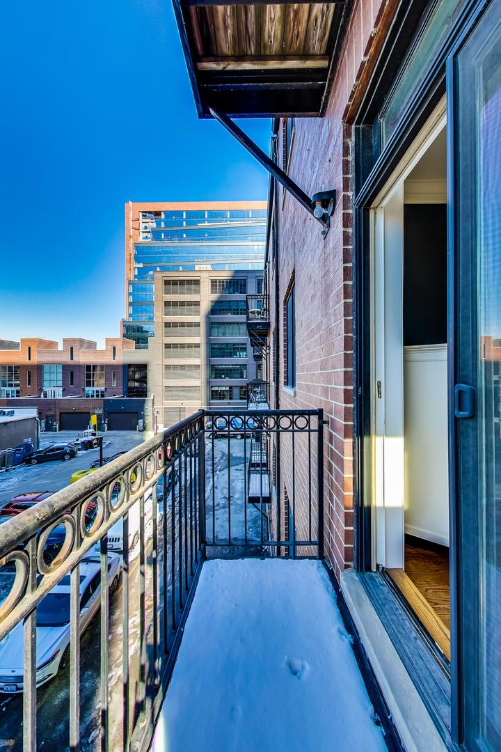 210 N Halsted St apartments for rent at AptAmigo