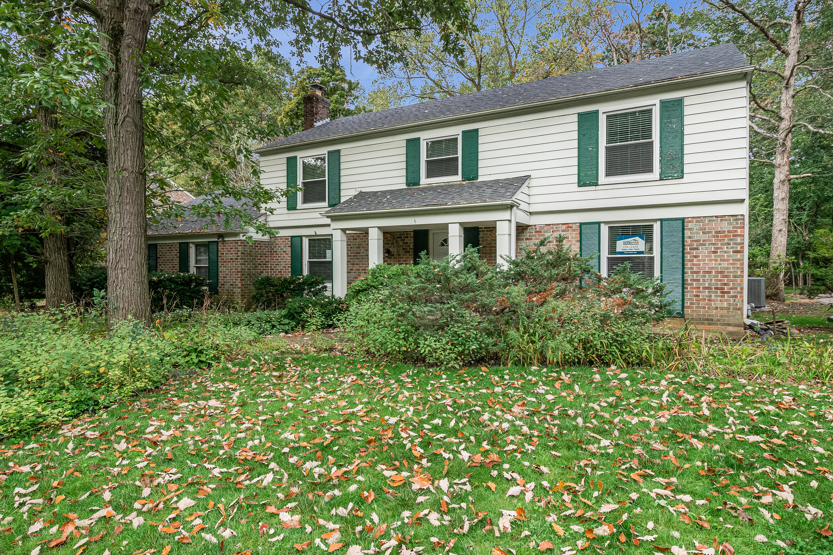 """FANTASTIC LOCATION IN LINCOLNSHIRE SQUARE. 4 BED, 2 FULL & 2 1/2 BATH 3,088SF TREASURE THAT'S MODERN AND READY FOR NEW OWNERS. BRAND NEW KITCHEN HAS 32"""" WHITE SHAKER CABINETS/GRANITE COUNTERTOPS/FLOORING/SS APPLIANCES. GRAND 22X12 FAMILY ROOM HAS BRICK-WALLED FIREPLACE. HARDWOOD FLOORING IN 2ND FLOOR BEDROOMS, BRAND NEW CARPETING/6 PANEL DOORS/NEW BATHROOM VANITIES/LIGHTING. PARTIALLY WOODED LOT, FINISHED BASEMENT. BONUS ROOM ADDITION BY LAUNDRY AREA WITH 1/2 BATH."""