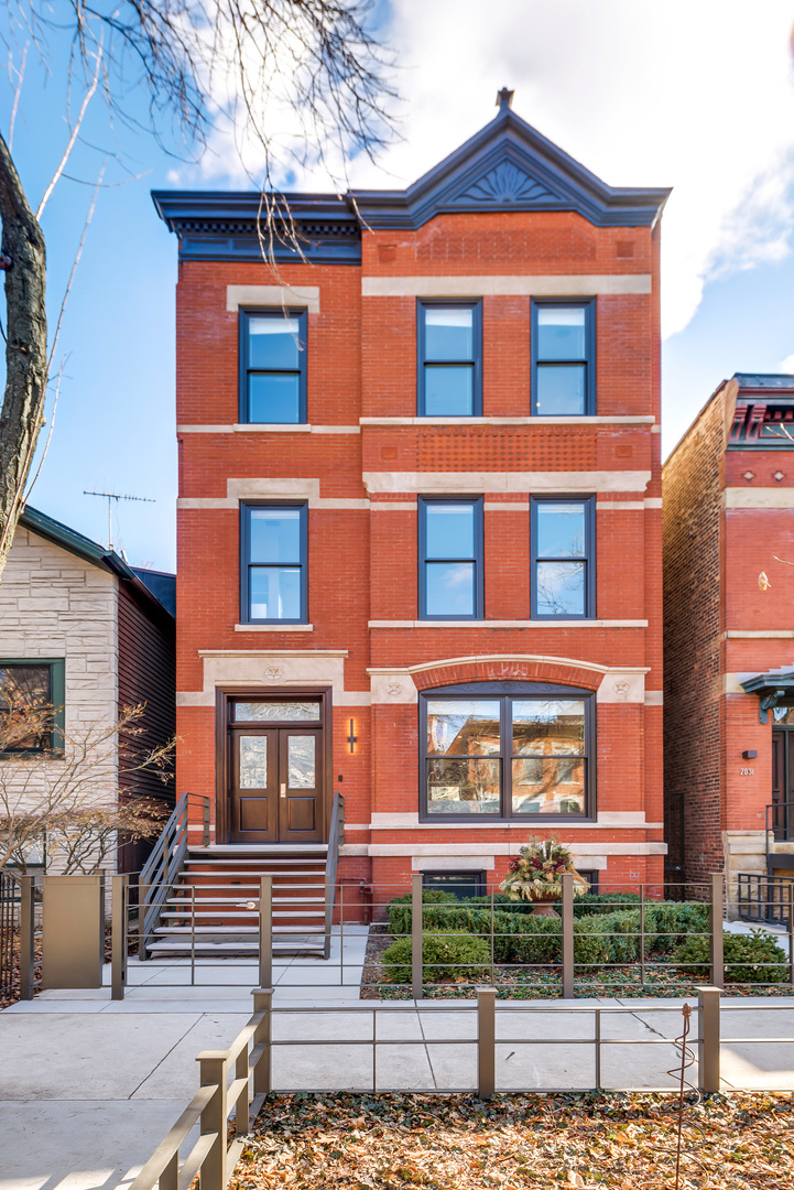 2033 N Fremont Street, Chicago, Illinois 60614