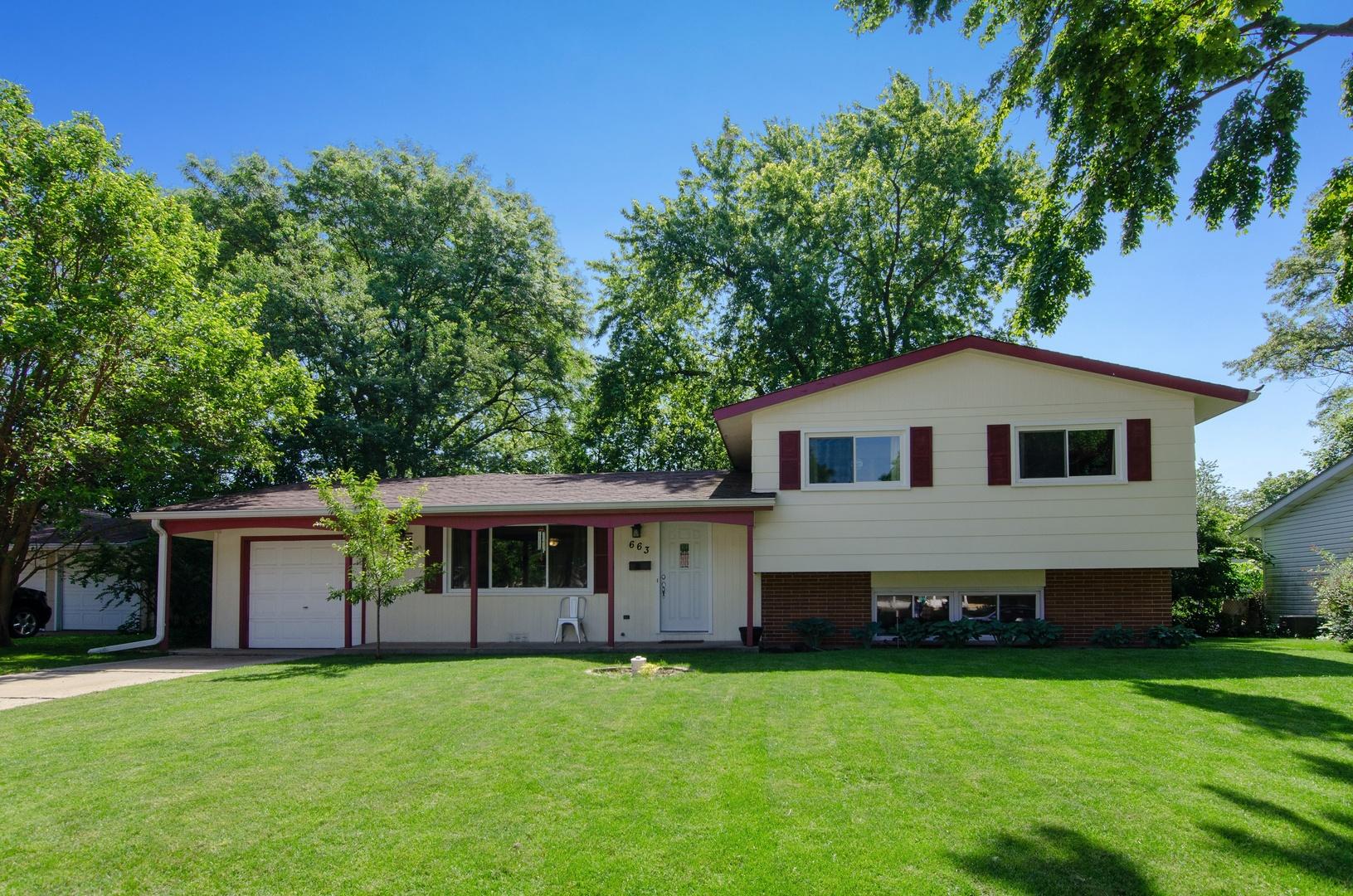 663 Devonshire ,Crystal Lake, Illinois 60014