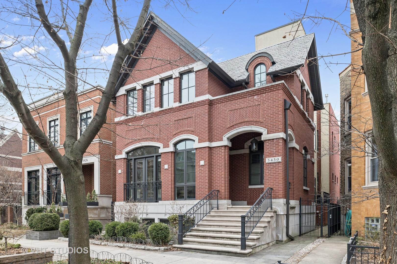 3430 North Hoyne Avenue, Chicago, IL 60618