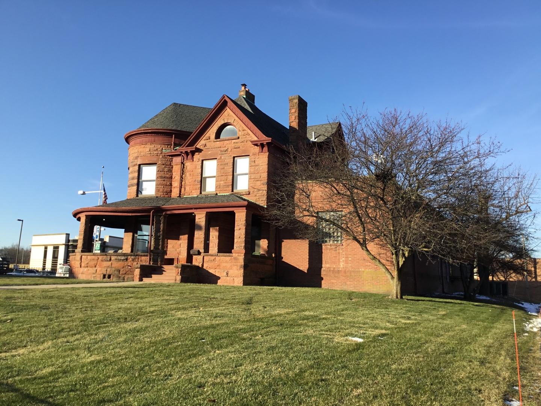 105 1st ,Dekalb, Illinois 60115