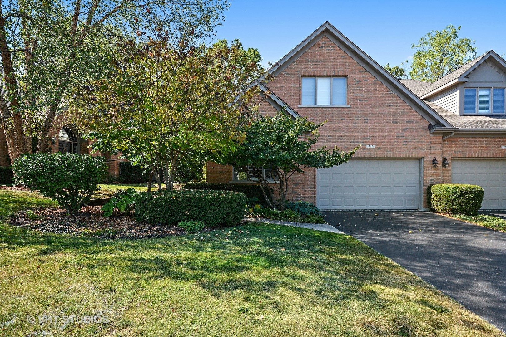 1227 Willowgate Lane, St. Charles, IL 60174