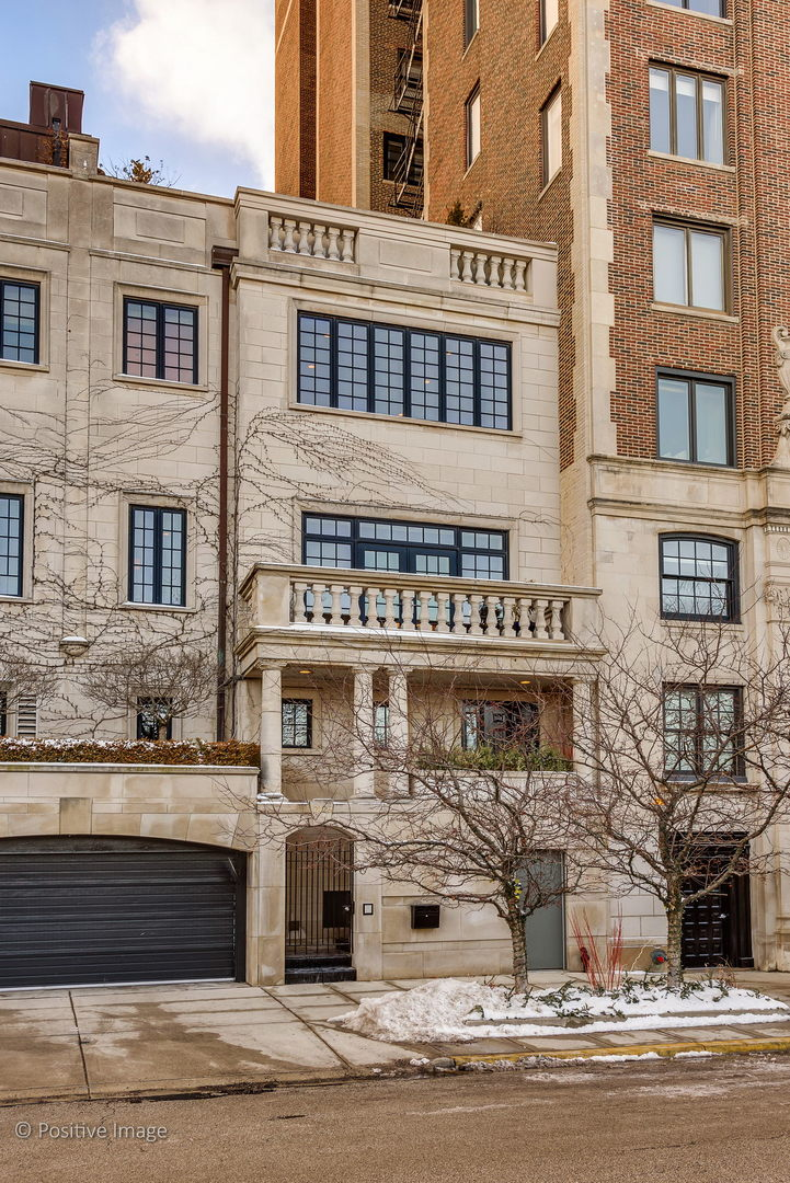 2126 N Lincoln Park West, CHICAGO, Illinois 60614