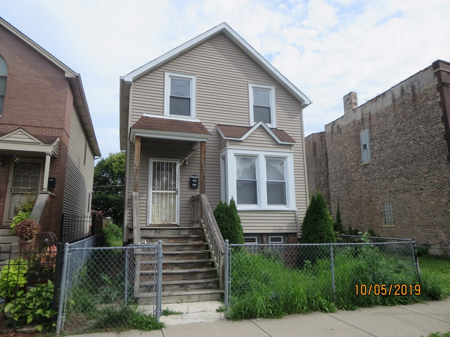 READY FOR YOUR IDEAS, GREAT OPPORTUNITY FOR REHAB.   SINGLE FAMILY HOME SOLD AS-IS AND READY FOR A NEW FAMILY.   NOT BANK OWNED AND NOT A SHORT SALE, OWNERS ARE LOCAL AND MOTIVATED.  THIS HOME IS BEING SOLD AS-IS, SO PLEASE INSPECT PRIOR TO SUBMITTING AN OFFER.  PLEASE NOTE: 0% TAX PRORATIONS ARE OFFERED, THE SELLER WILL PAY CURRENT AND ALL PRIOR TAX BUT 0% CREDIT FOR FUTURE BILLS.  SPECIAL WARRANTY DEED AT CLOSING. NO SURVEY.  FOR FASTER RESPONSE PLEASE USE SELLERS CONTRACT, ADDENDUM AND DISCLOSURES UNDER DOCUMENTS.