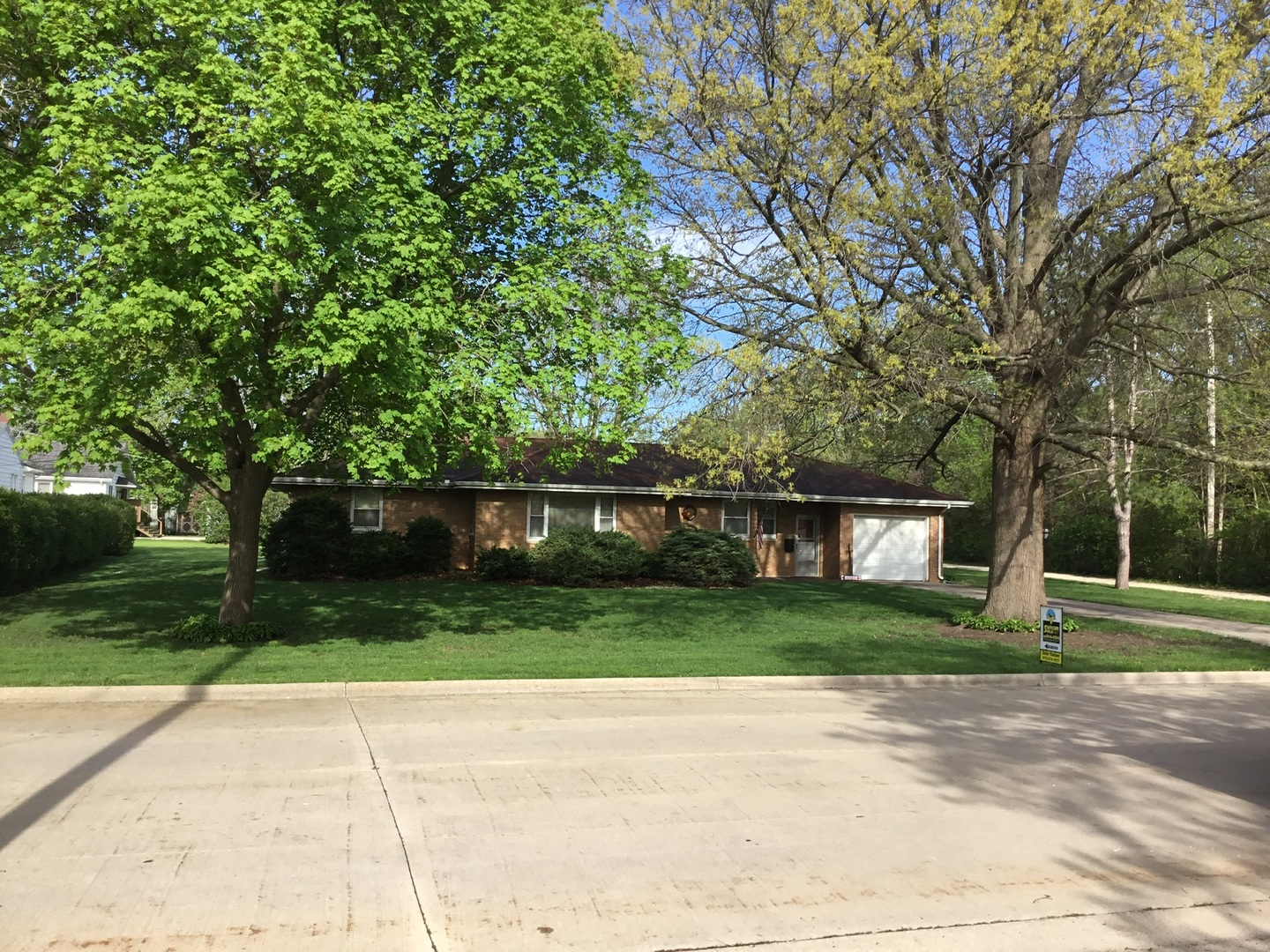305 MORRIS ROAD, DWIGHT, IL 60420