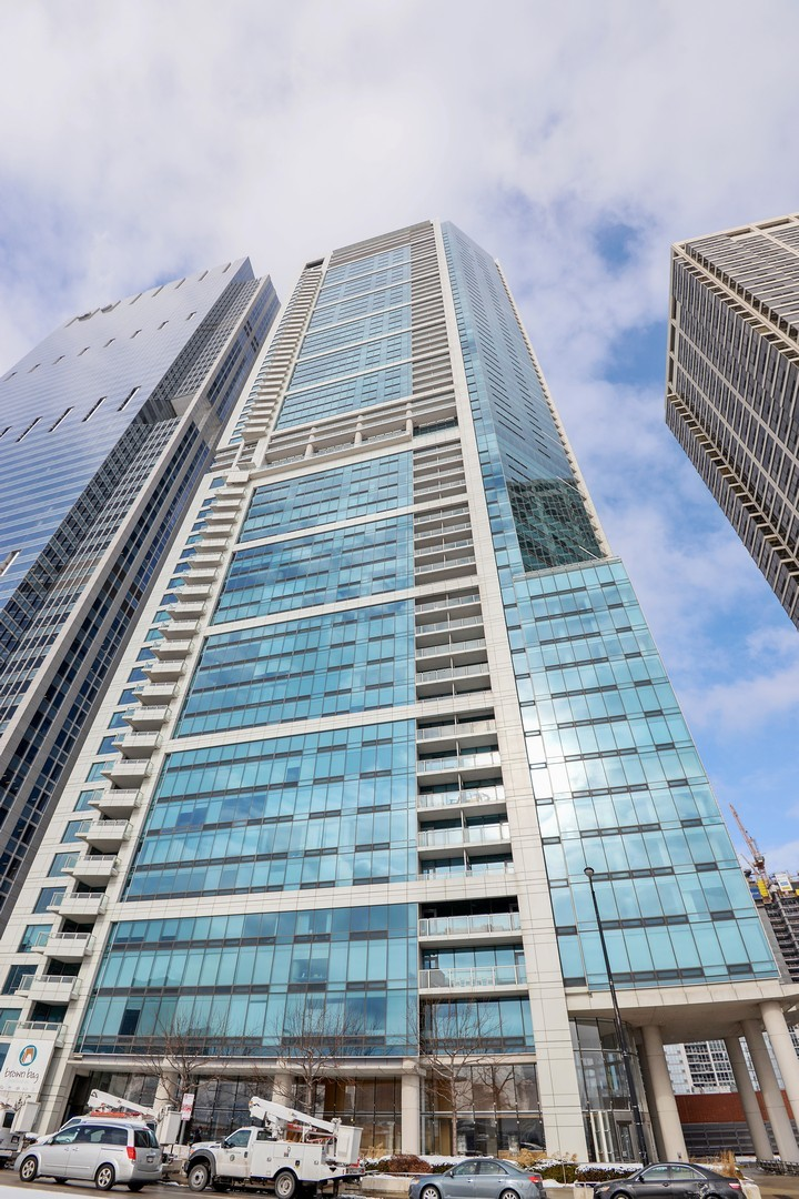 $2,875,000 - 3Br/4Ba -  for Sale in Chicago