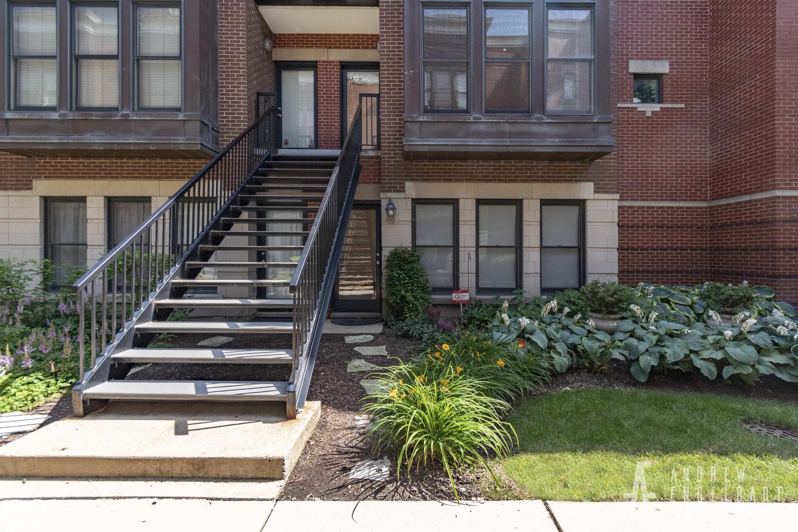 839 Village ,Chicago, Illinois 60608