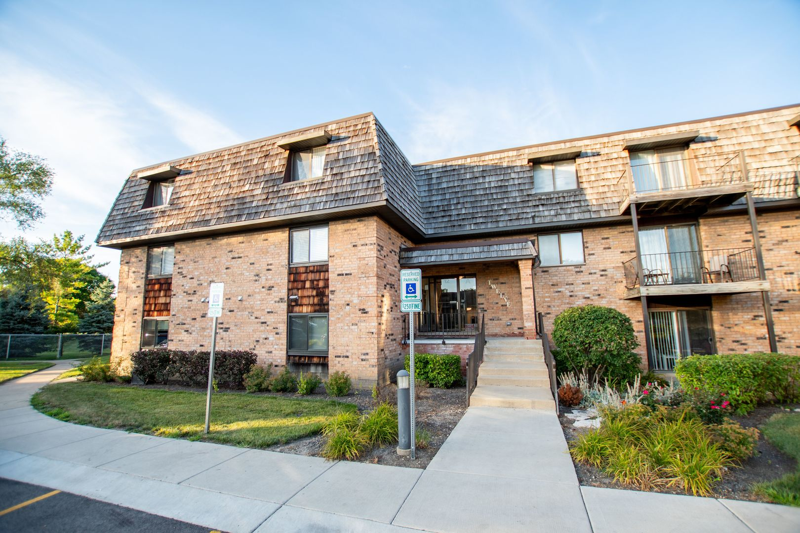 12 Oak Creek Unit Unit 2220 ,Buffalo Grove, Illinois 60089