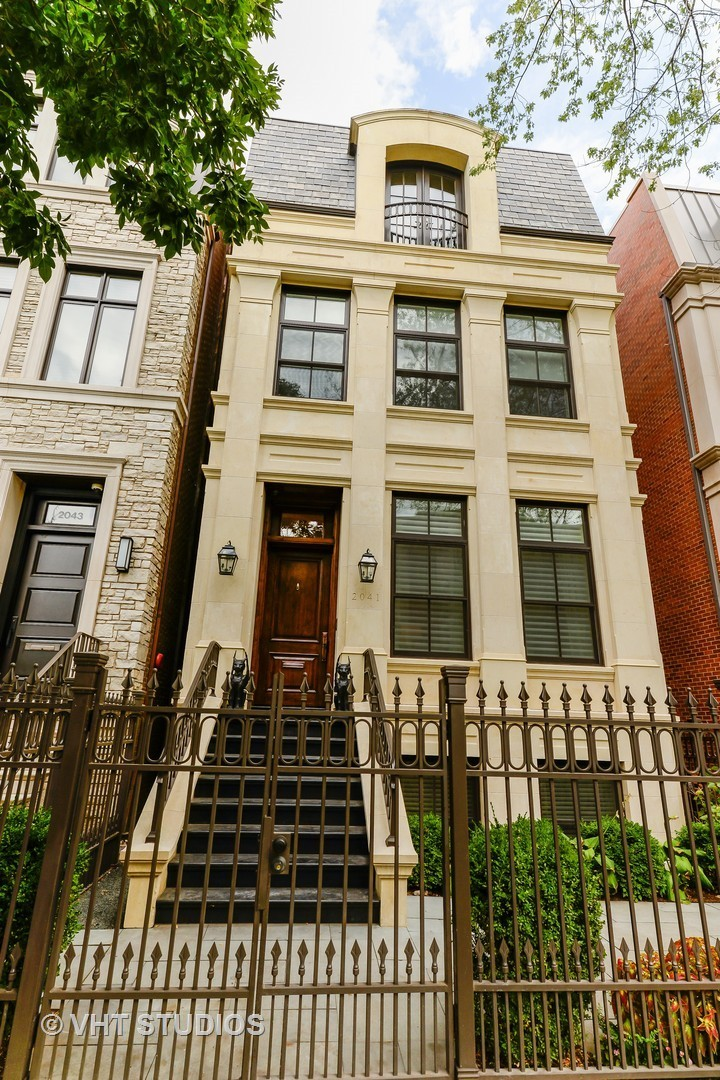 2041 N Howe Street, Chicago, IL 60614