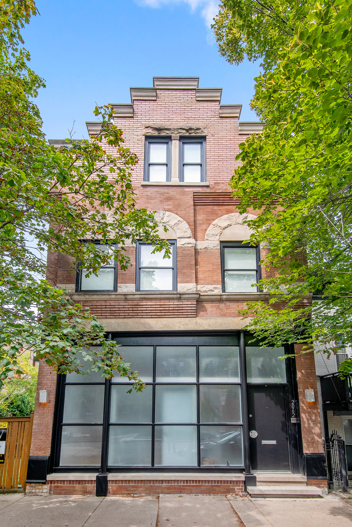 2062 N Hoyne Avenue, Chicago, IL 60647