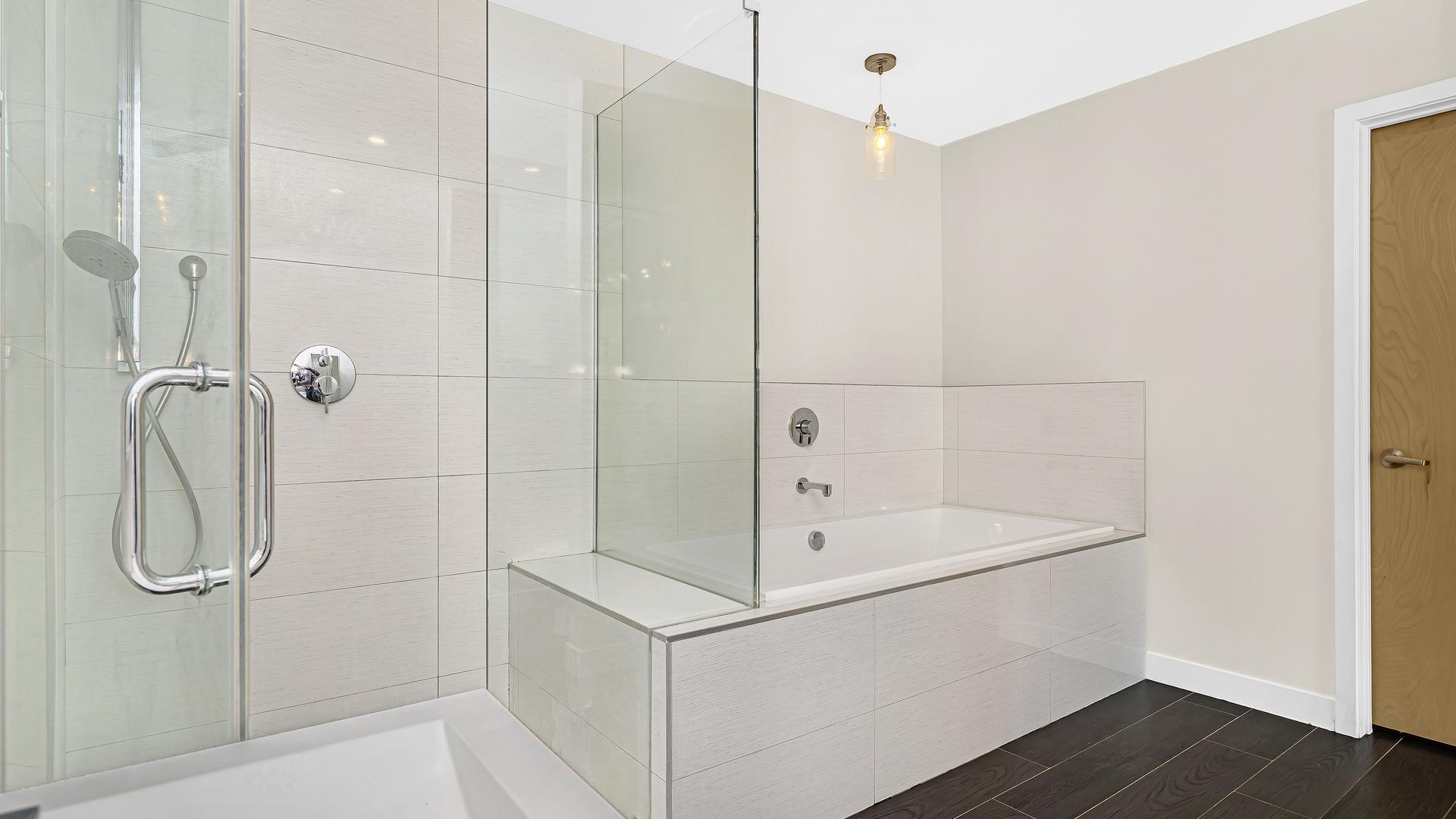 1214 N Wood St apartments for rent at AptAmigo