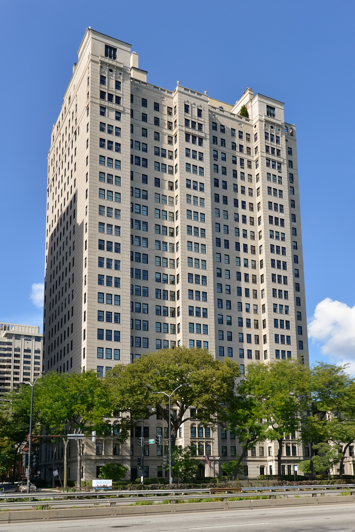 1500 N Lake Shore Drive 7-8B, Chicago, IL 60610