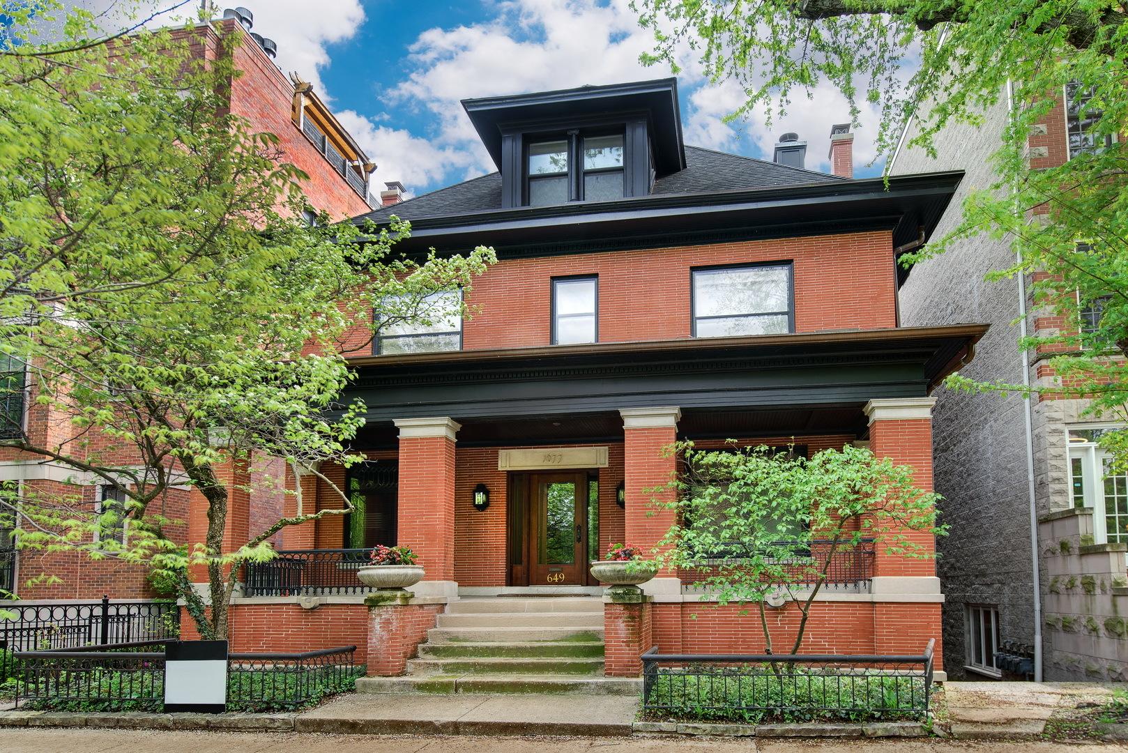 649 W Wellington Avenue, Chicago, Illinois 60657